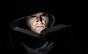 Nostradamus nhìn thấu tương lai về sự trỗi dậy của Hitler: Sự trùng hợp ngẫu nhiên hay khả năng tiên tri thần thánh?