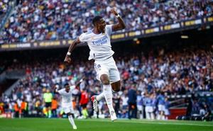 """Siêu kinh điển không Messi-Ronaldo: Real """"đánh sập"""" Barca sau 2 khoảnh khắc định mệnh"""