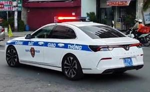 Bất ngờ 'chạm mặt' VinFast Lux A2.0 'khoác áo' Cảnh sát giao thông