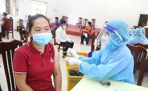 Quận đầu tiên ở TPHCM hoàn thành tiêm vắc-xin ngừa COVID-19
