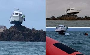 Chiếc thuyền bị mắc cạn trong 'tư thế' kỳ dị có một không hai: Thế lực nào có thể làm ra điều này?