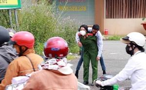 Danh tính nữ học viên cảnh sát cõng người đàn ông gặp tai nạn khiến cả phố phải trầm trồ, nể phục