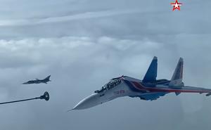 Video: Cận cảnh màn tiếp nhiên liệu trên không đẳng cấp của phi đội 'Hiệp sĩ Nga'