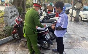 Lập biên bản, xử phạt 2 điểm trông xe 'chặt chém' ở hồ Hoàn Kiếm