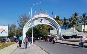 Khách du lịch đổ về Phú Quốc, chính quyền lo ngại dịch COVID-19