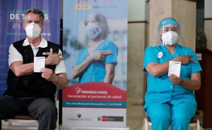 """Quan chức Peru lạm quyền tiêm """"chui"""" vaccine COVID-19 của TQ, """"muối mặt"""" từ chức sau khi bê bối vỡ lở"""