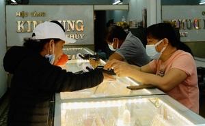 """Đà Nẵng: Dân mua thưa thớt, vàng """"ế"""" ngày vía Thần Tài"""