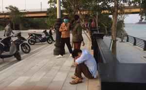 Người thân gục khóc trên bờ ngóng tin nam thanh niên nghi nhảy sông Lam tự tử