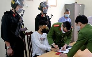 Đưa nghi phạm gây ra vụ thảm án 8 người thương vong ở quán karaoke từ viện về trại tạm giam
