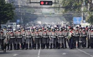 """""""Ngày ác mộng"""" ở Myanmar: Cảnh sát bắn chết 18 người biểu tình; nạn nhân bị bắn trúng đầu, ngực"""