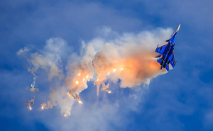 """Phi đội """"Hiệp sĩ Nga"""" thực hiện tiếp nhiên liệu trên không"""