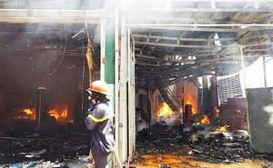 Cháy lớn trước cổng tịnh thất, thiêu rụi nhiều ki ốt hàng hóa