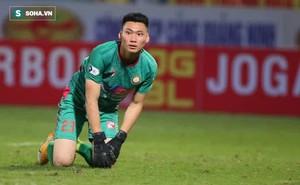 Được bắt chính ở V.League vì lý do hiếm có, thủ môn U22 Việt Nam liên tục mắc lỗi ngớ ngẩn
