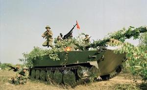 """""""Mãnh Hổ"""" xe tăng VN gầm thét trên nóc hầm, Đại tá Lữ đoàn trưởng Dù khét tiếng giả chết"""
