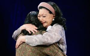 """NSND Kim Cương tìm thấy con gái nuôi sau gần 50 năm thất lạc: """"Con chạy lên sân khấu, tôi bảo đừng khóc nhưng không nhận ra con…"""""""
