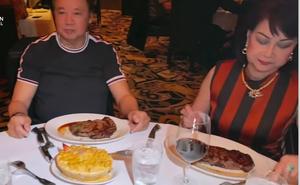 Vợ chồng Bảo Quốc kỷ niệm 53 năm ngày cưới ở Mỹ, đi ăn nhà hàng đắt tiền