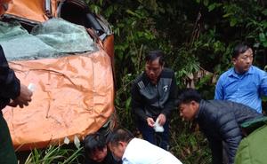 Vụ xe bán tải lật xuống vực khiến 3 người thương vong: 2 cán bộ thanh tra đi làm về thì gặp nạn