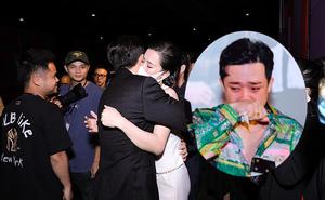 Trấn Thành bật khóc giữa quán ăn khi đọc chia sẻ xúc động của Đông Nhi