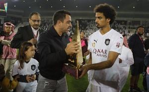 Huyền thoại Xavi vô địch Qatar với kỳ tích bất bại cả mùa