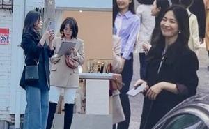 """Lâu lắm rồi mới thấy Song Hye Kyo ngoài đời: Từ xa đã xinh đẹp ngất ngây, ống kính team qua đường không """"dìm"""" nổi nhan sắc"""
