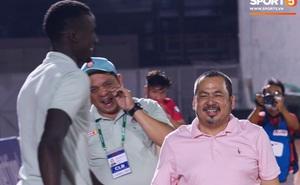 Bầu Bình, Diakite xuống sân chúc mừng tập thể CLB Sài Gòn