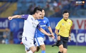 """Quang Hải né đòn của đối thủ cực hay nhưng lại """"sấp mặt"""" vì đồng đội"""