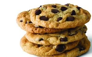 Khi làm bánh quy socola chip, tại sao socola chip không tan chảy sau khi ra lò?