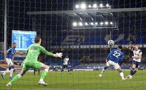Harry Kane lập cú đúp, Tottenham thoát thua trước Everton
