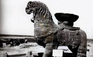 Dựng mái che cho tượng sư tử 1000 năm tuổi, các chuyên gia không ngờ mình đã mắc sai lầm nghiêm trọng, hủy hoại cả di tích