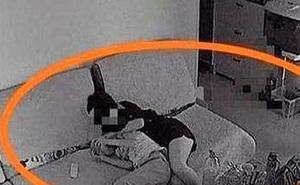 Bố mẹ hí hửng vì con trai rủ bạn đến nhà làm bài tập, nhưng cảnh tượng khi kiểm tra camera khiến cả hai chết lặng