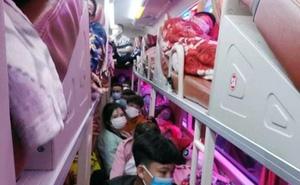 """Hành khách nhắn tin """"cầu cứu"""" cảnh sát khi ngồi trên chiếc xe khách loại 38 chỗ nhồi nhét đến 95 người"""