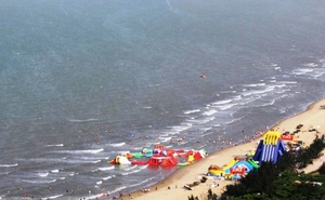 2 học sinh bị sóng biển Cửa Lò cuốn ra xa, 1 em đuối nước thương tâm