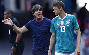 Vứt bỏ 'cái tôi', Joachim Low gọi Thomas Muller dự EURO