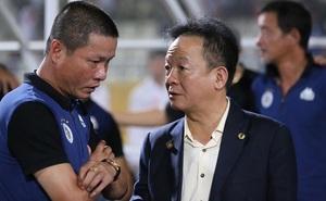 """SLNA mời tướng cũ của bầu Hiển về cầm quân, chi lót tay cực """"khủng"""" để giữ Phan Văn Đức?"""