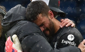 Ghi bàn thắng để đời, Alisson khóc, nhớ người cha xấu số