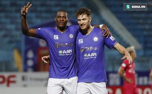 """Cặp đôi ngoại binh """"cứu"""" bầu Hiển khỏi phen hú vía, Hà Nội FC níu giữ hi vọng top 6"""