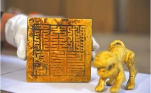 """Ông lão người Tứ Xuyên đào trộm được con dấu ở sông Mân Giang và bán với giá 8 triệu NDT: 3 năm sau, """"quả báo"""" ập đến"""