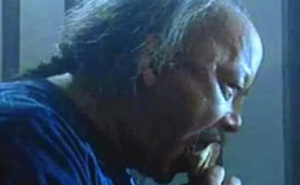 Trước khi chết, Hòa Thân thỉnh cầu người tù bên cạnh: Nếu có thể ra ngoài, hãy giúp tôi chuyện này