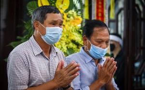 HLV Mai Đức Chung, cầu thủ Thành Lương đến lễ viếng HLV Lê Thụy Hải