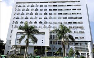 Người đàn ông liệt 2 chân rơi từ tầng 11 bệnh viện xuống đất tử vong