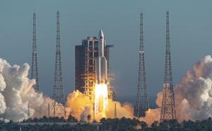 """Tên lửa TQ rơi: NASA nói TQ thiếu trách nhiệm, """"Đừng để phế liệu vào quỹ đạo theo cách này!"""""""