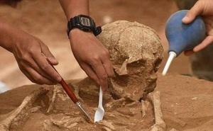 """Linh tính mách bảo lật tảng đá trong lòng hồ Tam Hiệp, nhóm khảo cổ phát hiện """"người Mặt Trời"""": Có thể viết lại lịch sử?"""