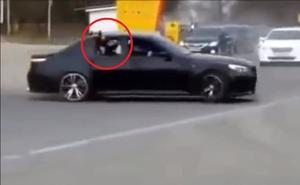 Xã hội đen Nga 'đốt lốp' BMW M5 giữa phố, dùng AK47 bắn thị uy