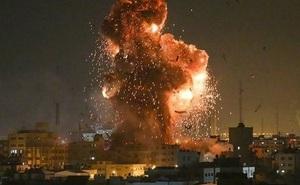 """Ồ ạt không kích dải Gaza, đòn trả đũa khốc liệt của Israel với """"quả bóng"""" của Hamas"""