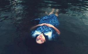 Cùng xuống nước nhưng người chết thì nổi, người sống thì chìm – Tại sao vậy?