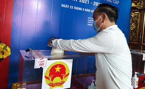 Hà Nội: Chủ tịch Ủy ban bầu cử xã lấy 75 phiếu bầu về nhà gạch tên 'đối thủ', để lại tên mình