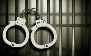 Không có tiền trả nợ, sĩ quan cảnh sát đột nhập vào nhà giàu ăn trộm