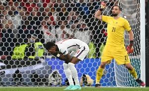 Marcus Rashford mở đầu cho loạt luân lưu bi kịch của đội tuyển Anh