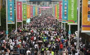Bảo vệ sân Wembley nhận hối lộ, 5.000 người tràn vào làm loạn chung kết EURO 2020