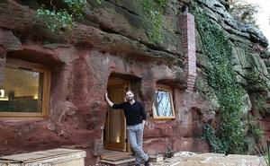 Chi 5 tỷ đồng mua hang động 250 triệu năm tuổi làm nhà ở, người đàn ông bị chê ''gàn dở'' nhưng bước vào bên trong ai cũng choáng